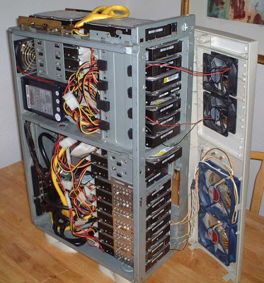 caja con muchos discos duros